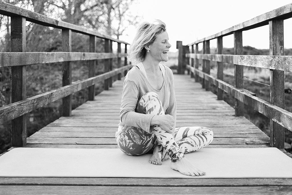 yoga-portretfotografie-portretfotograaf-Mirjam Broekhof Fotografie- ondernemende vrouwen-personal branding - personal branding fotografie - Culemborg